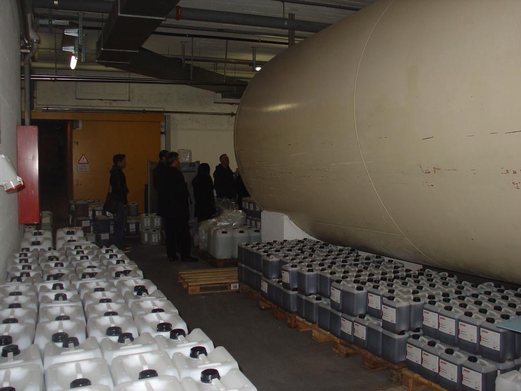 riesige, gefüllte Tanks