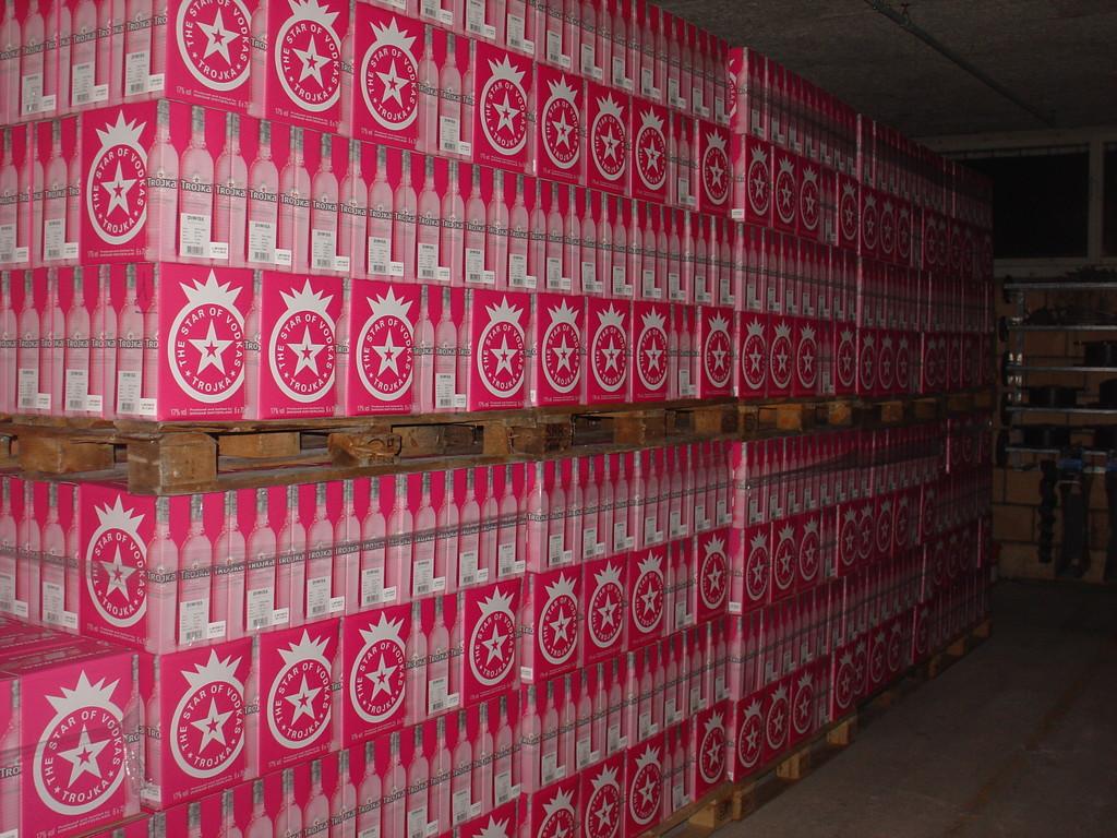 TROJKA Vodka Pink Paletten