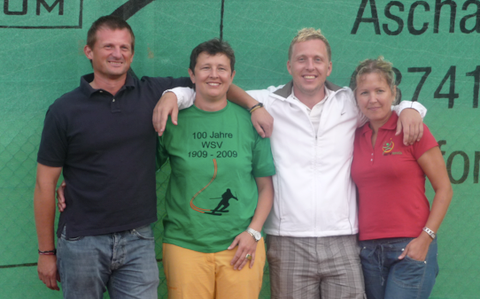 Tennis-Stadtmeister 2009: Klaus Reitzmann (Herren 40B), Tanja Eschmann (Damen 40), Stefan Kraus (Herren B/30B) sowie Eva Frai (Damen 30B).