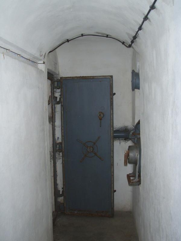 porta in acciaio della camera n° 1