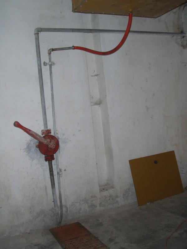 pompa a mano per l'acqua e scarico dell'impianto di deumidificazione - originale