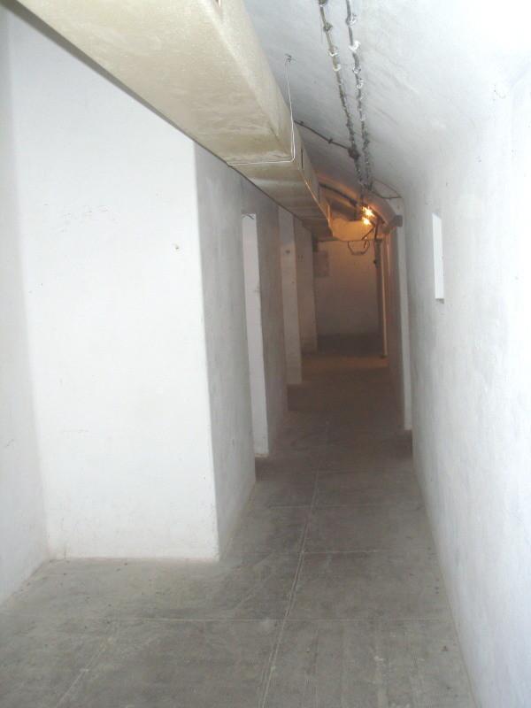 corridoio vicinale al dormitorio con aerazione in originale - a destra le tre strutture di fondazione