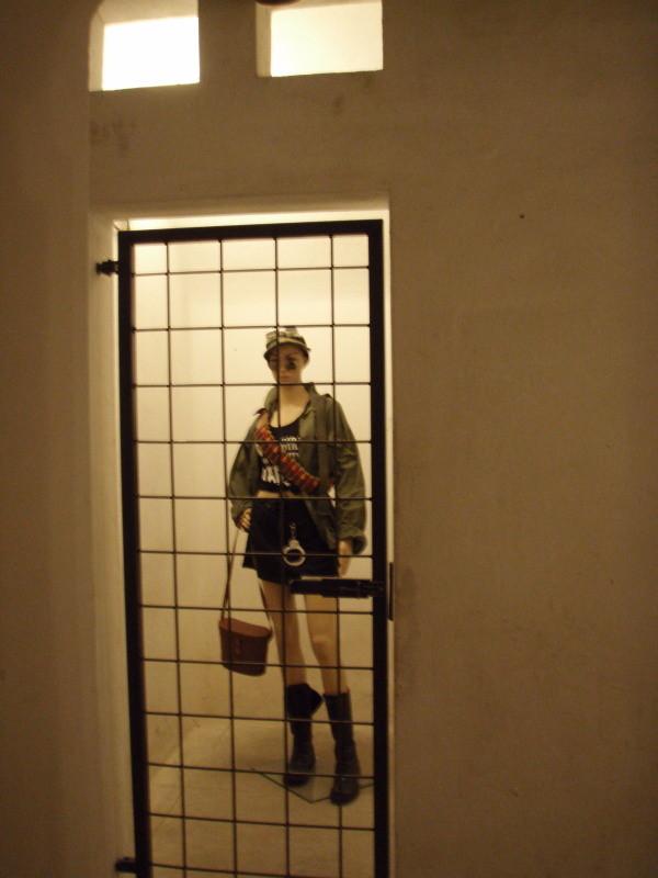 Raum mit Gittertür versehen