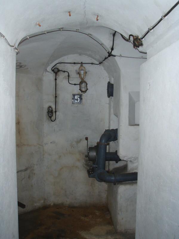 kleines Depot vor dem Eingang zur Kammer 5