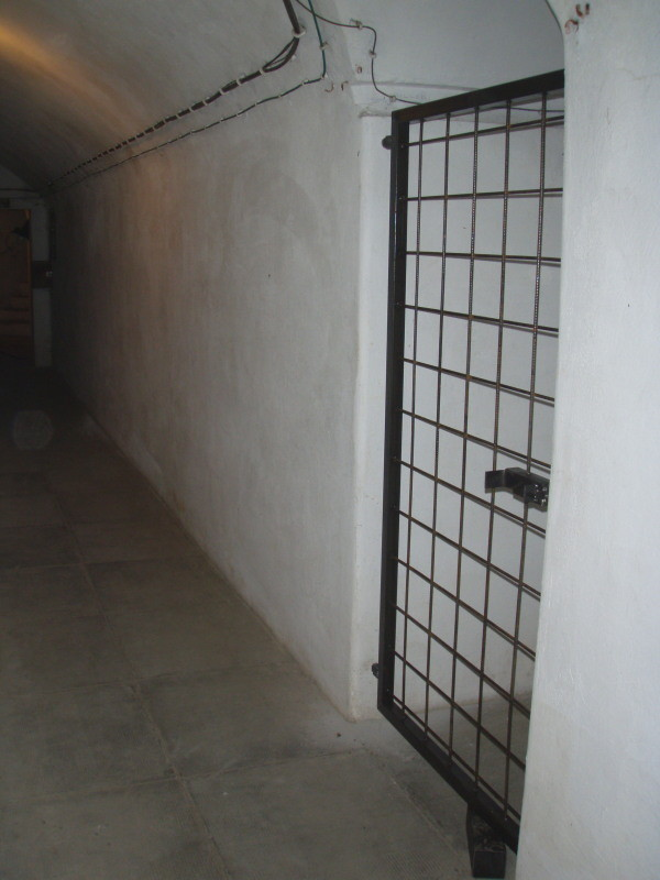Eingang zur Kammer 1 (im Zuge der Sanierung mit Gittertür abgetrennt)