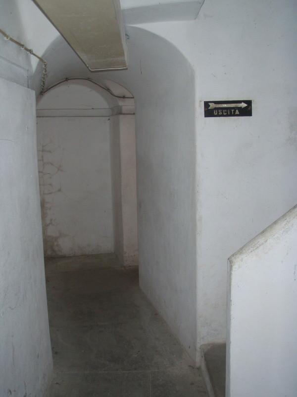 ingresso alla camera n° 5 nel piano sotterraneo