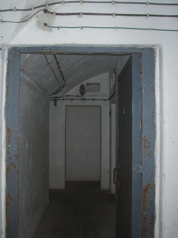 ingresso all'interno con porta di sicurezza in acciaio