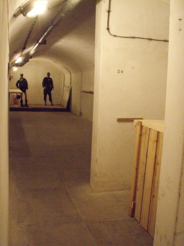 Blick von Richtung kleine Theke (dahinter liegt die Kammer 1 im Untergeschoß) in Richtung großer Schlafsaal - umgestaltet