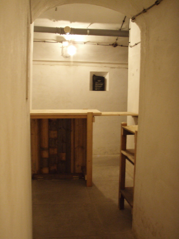 dalla camera n° 1 sottoterra in direzione bar - ristrutturato
