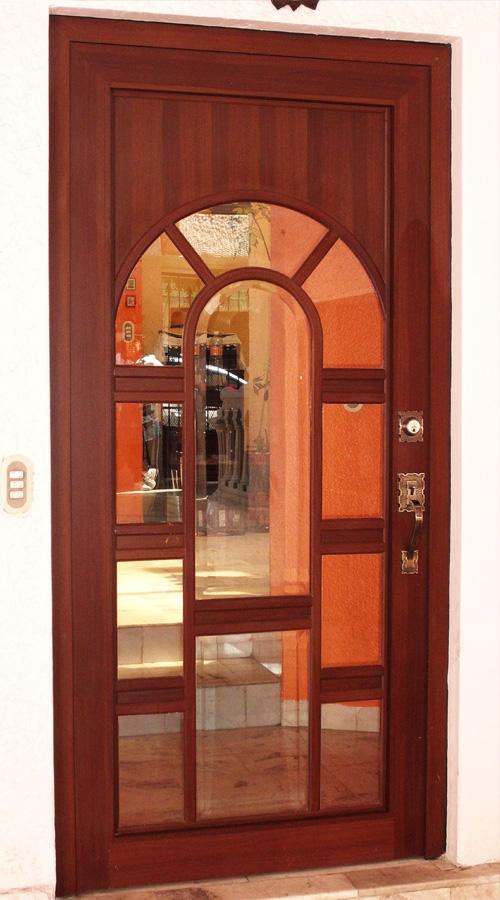 Puerta de Aluminio / línea española color nogal