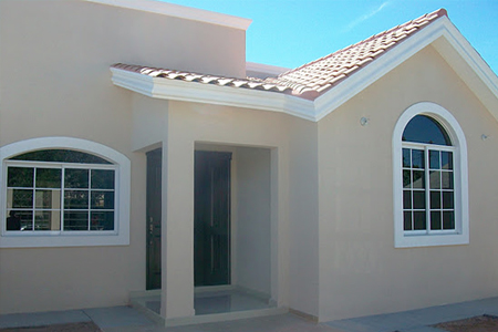 Ventanas de Aluminio de medio punto / Casa Beige