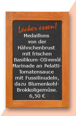 Mittagstisch: Medaillons von der Hähnchenbrust mit frischer Basilikum-OIivenöl Marinade an Pelatti-Tomatensauce mit Fussilinudeln, dazu Blumenkohl-Brokkoligemüse.