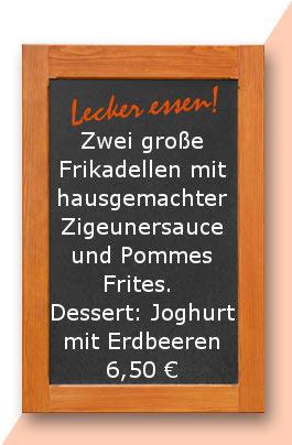 Mittagstisch. Zwei große Frikadellen mit hausgemachter Zigeunersauce und Pommes Frites. Dessert: Joghurt mit Erdbeeren