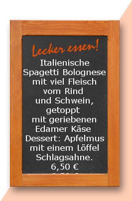 Mittagstisch am Mittwoch den 07.06.2017: Italienische Spagetti Bolognese mit viel Fleisch vom Rind und Schwein, getoppt mit geriebenen Edamer Käse  Dessert: Apfelmus mit einem Löffel Schlagsahne. 6,50 €