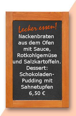 Mittagstsich: Nackenbraten aus dem Ofen mit Sauce, Rotkohlgemüse und Salzkartoffeln. Dessert: Bourbon Vanillen Pudding mit pürierter Erdbeersauce