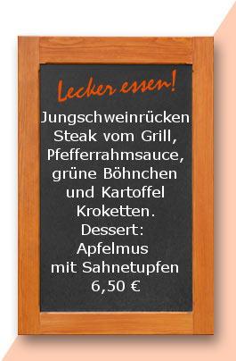 Mittagtisch: Jungschweinrücken-Steak vom Grill, Pfefferrahmsauce, grüne Böhnchen und Kartoffel Kroketten. Dessert: Apfelmus mit Sahnetupfen