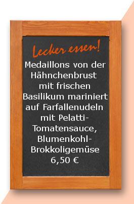 Mitttagstisch: Medaillons von der Hähnchenbrust mit frischen Basilikum mariniert auf Farfallenudeln mit Pelatti-Tomatensauce, Blumenkohl-Brokkoligemüse