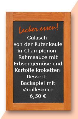Mittagstisch: Gulasch von der Putenkeule in Champignonrahmsauce mit Erbsengemüse und Kartoffelkroketten. Dessert: Backapfel mit Vanillesauce