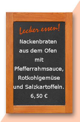Nackenbraten aus dem Ofen mit Pfefferrahmsauce, Rotkohlgemüse und Salzkartoffeln.