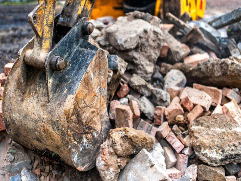 Entsorgung von Schutt übernimmt die 3B Denkmalpflege & Bausanierung GmbH auch.