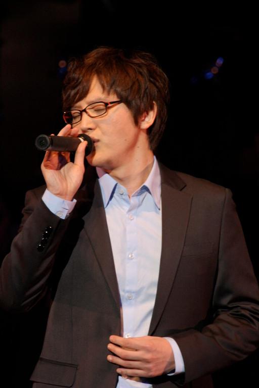 そして今回のメイン・ボーカルでお越し頂いたのは、やはり初登場のHowL(ハウル)さん。