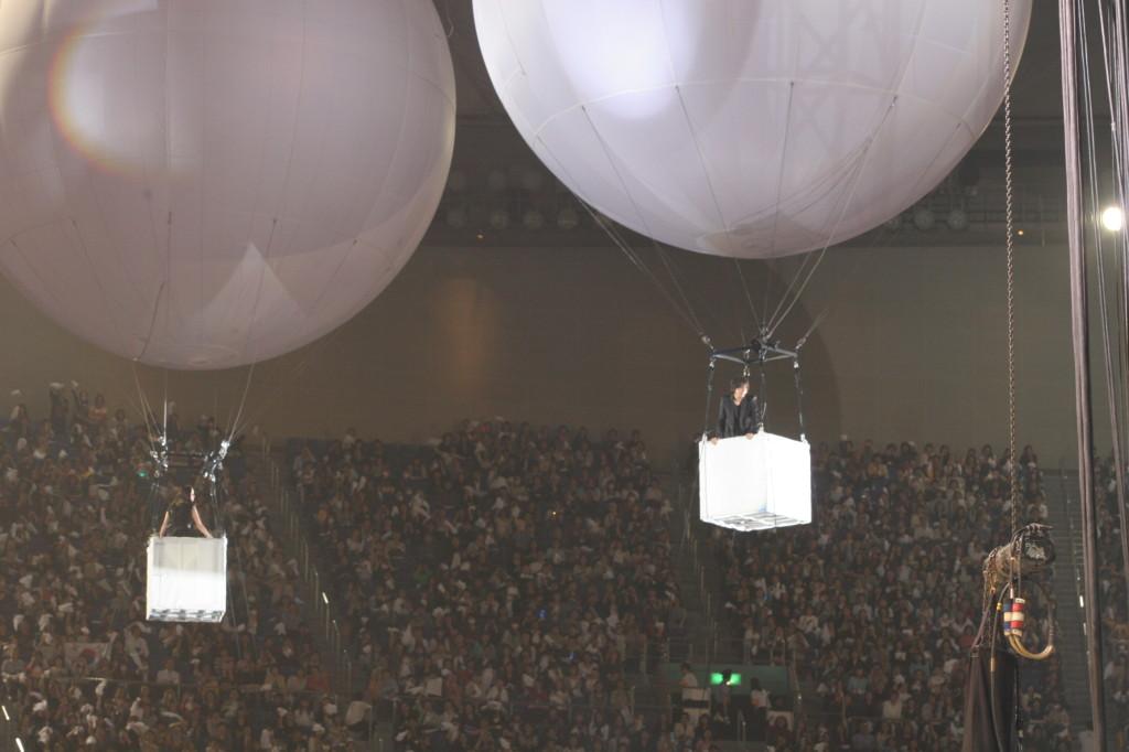 そして、2人を乗せた2つの気球が・・・重なる!