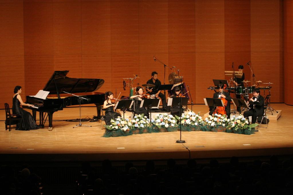 第一部は四季シリーズの名曲や歴史物語など、韓流ドラマ・名曲の数々をバラダンが演奏。