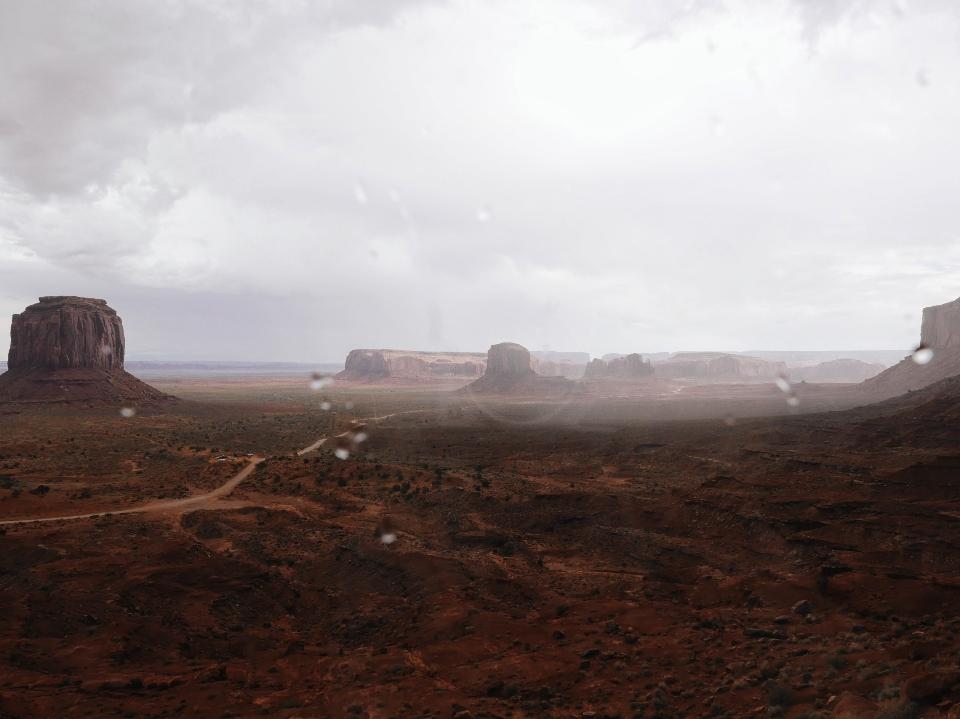 Pluie sur Monument Valley