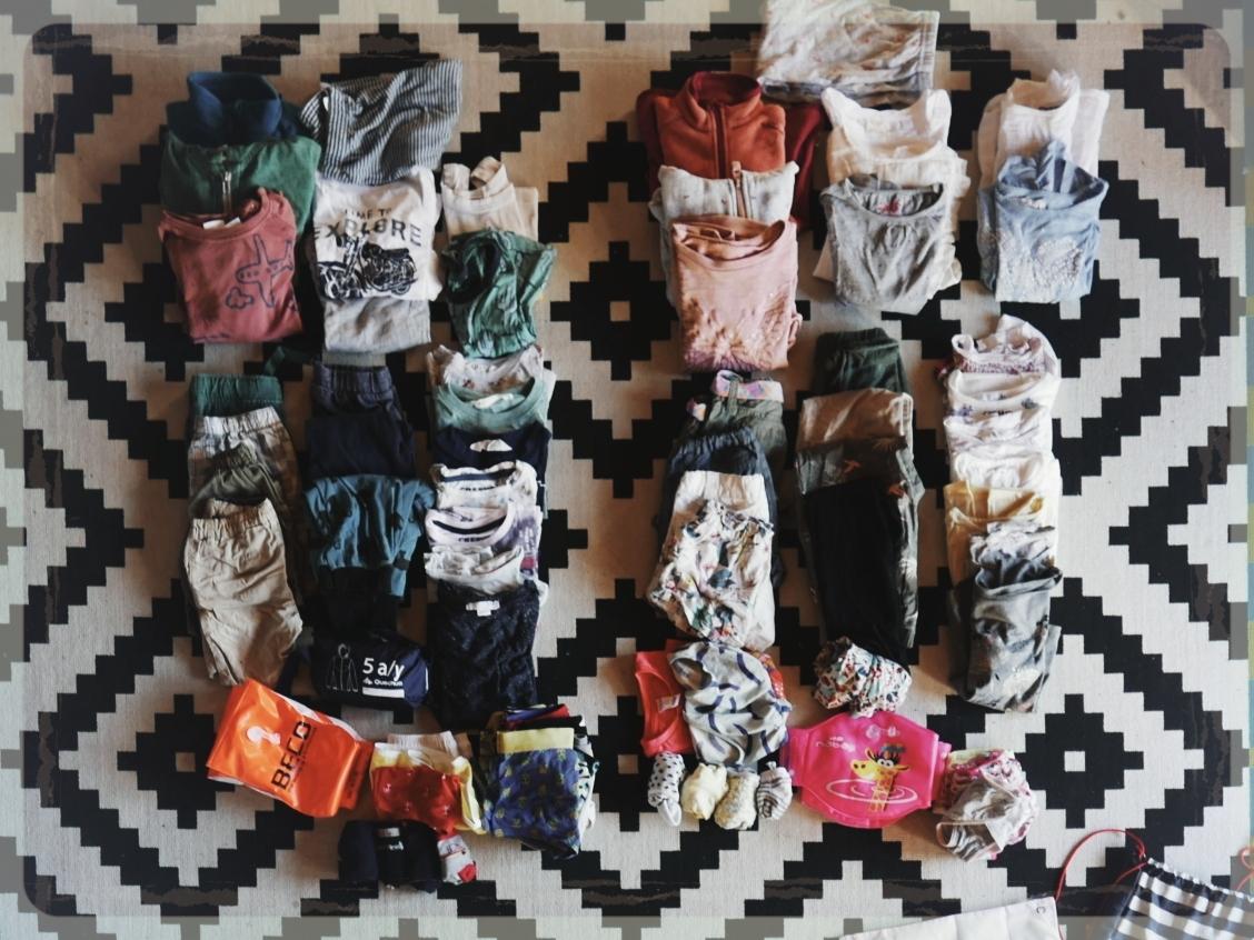 les habits des enfants pour 4 mois