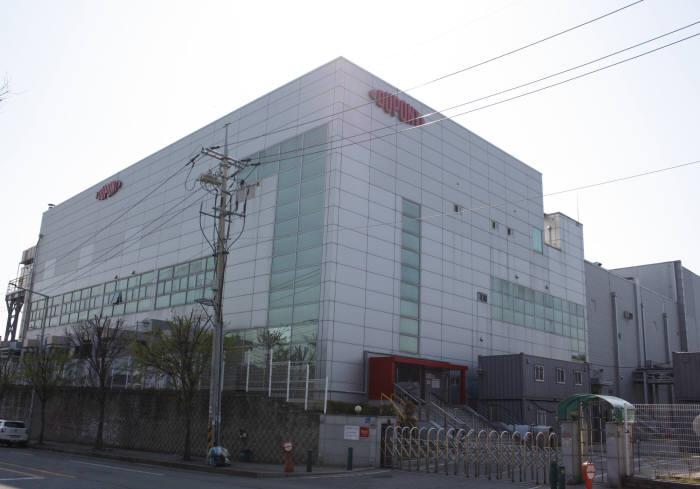 デュポン電子・イメージンググループが天安に新築したフレキシブルディスプレイ基板用液状ポリイミドの製造工場全景。(写真=デュポン電子&イメージンググループ)