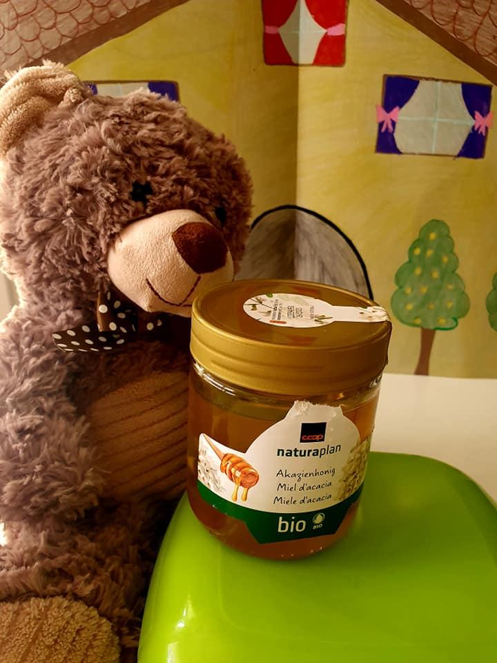 Wie die meisten Bären liebte er Honig über alles.