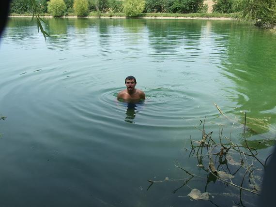 Adrien dans l'eau