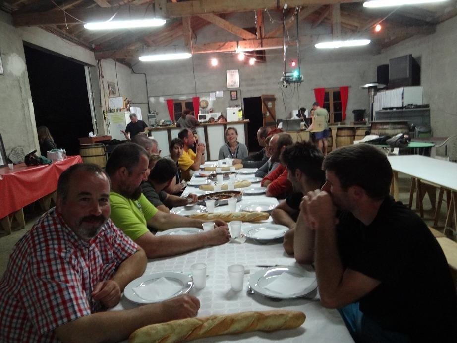 A table ! le repas Basque une tuerie & ambiance plus que chaleureuse , merci la maison Sempé