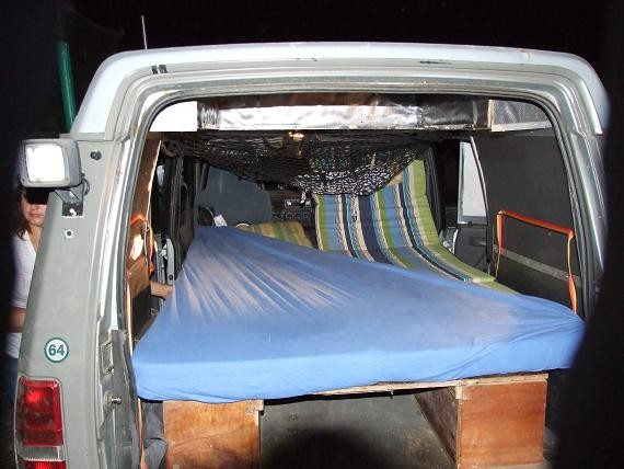 Le lit de Débo & Nico est prêt