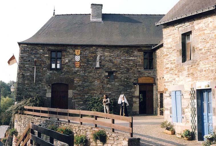 Maison de 350 ans , photographiée en 2005