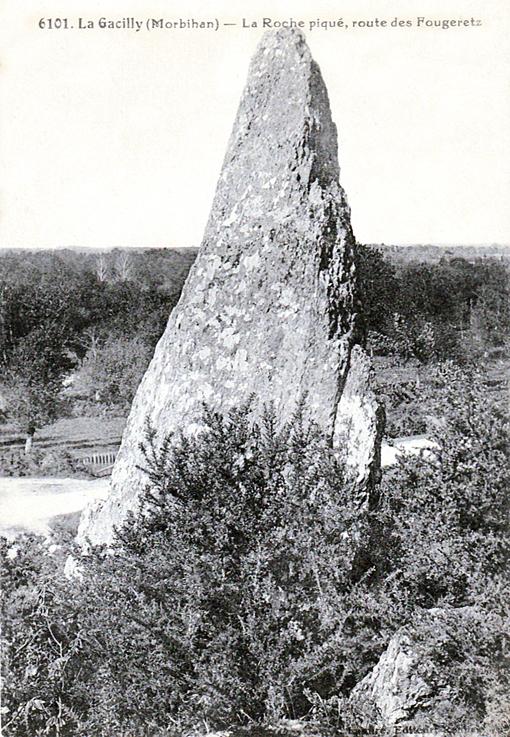 Menhir de la Roche Piquée  milieu 20e  siècle