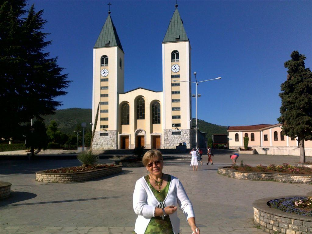 L'église Saint Jacques de Medjugorje et notre amie Bernadette