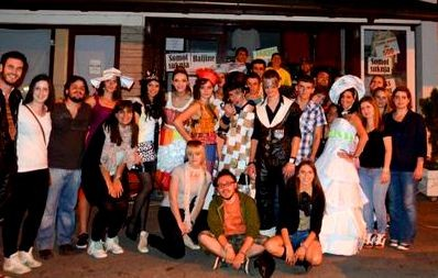 """The whole group of participants after the """"fashion show"""" in Brus"""