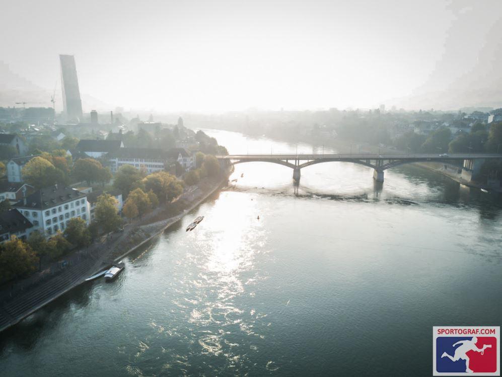 """Die Wettsteinbrücke hinunter setzte jeweils kurzzeitig der """"Flow"""" ein. (Foto: sportograf)"""