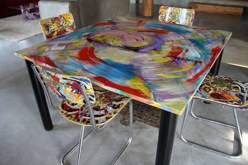 Table - 130 x 122 cm