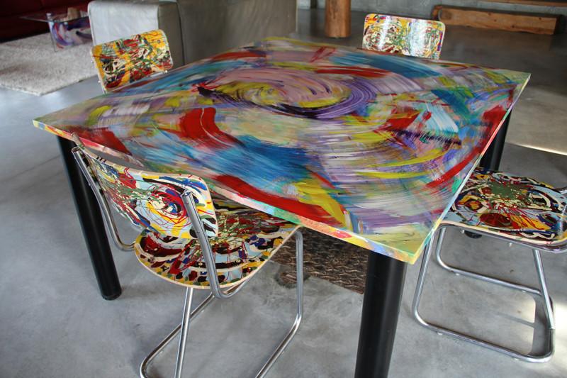 Table - 130 x 122 cm