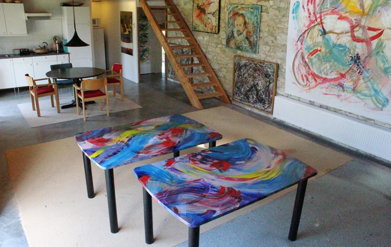 2 Tables - 140 x 90 cm