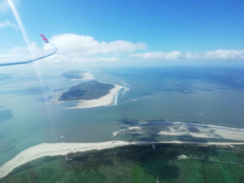 Über Langeoog mit Blick auf Baltrum und Norderney