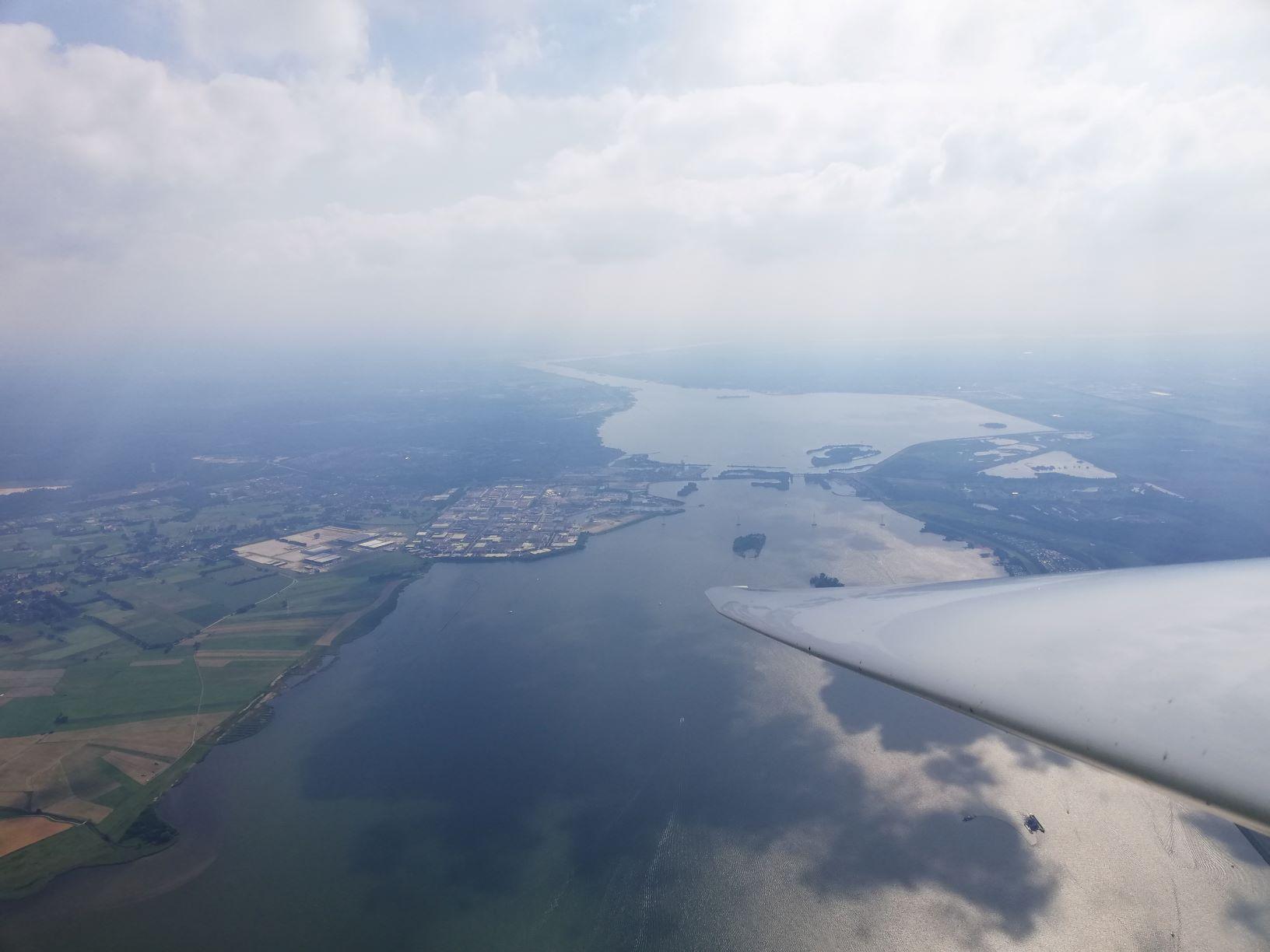 Veluwemeer in NL mit Blick auf Harderwijk