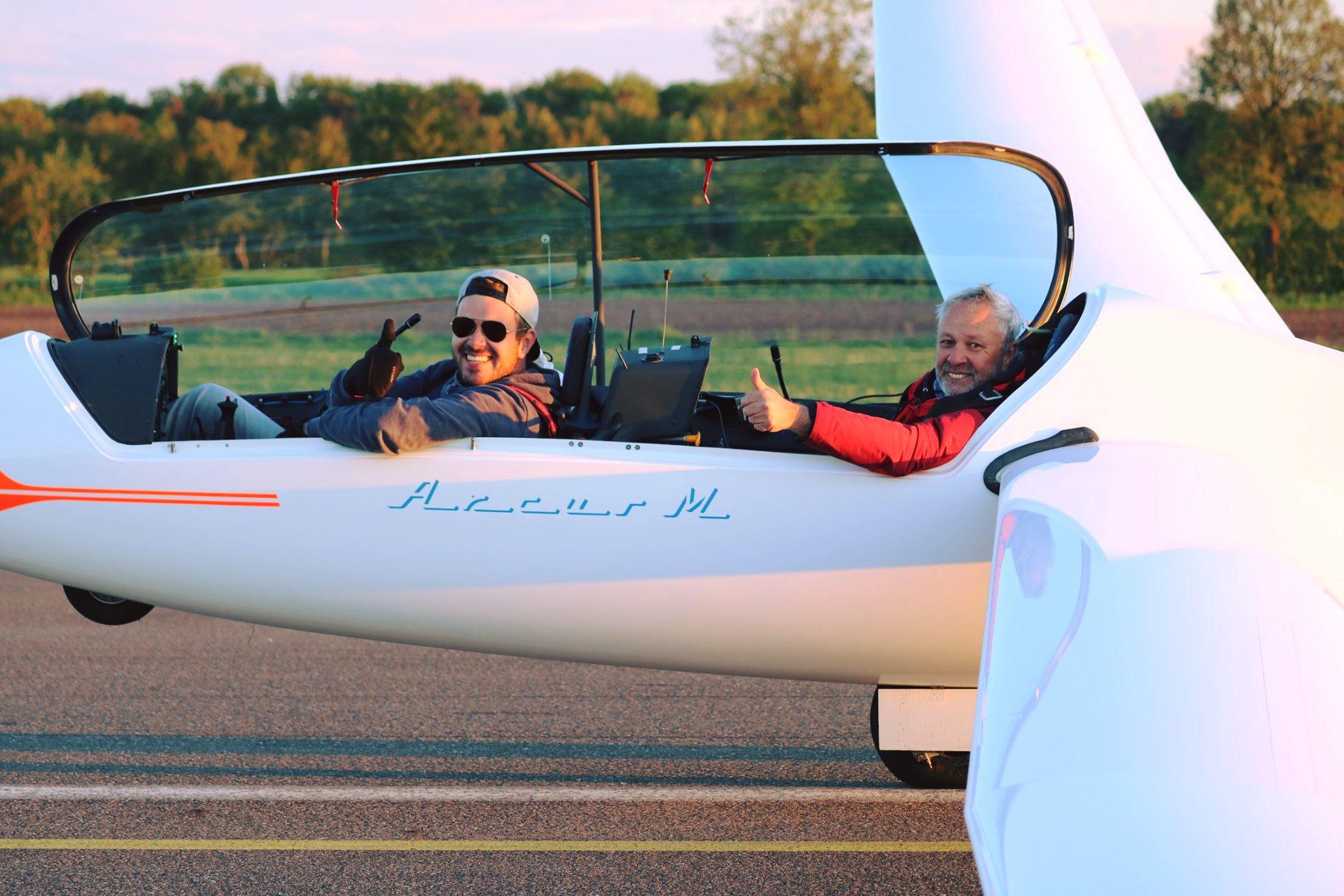 Max und Bernd kurz nach der Landung - 1000 km check!