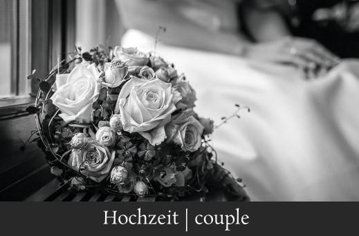 Hochzeit couple - Hochzeitsbild eines Brautstraußes und Brautkleid