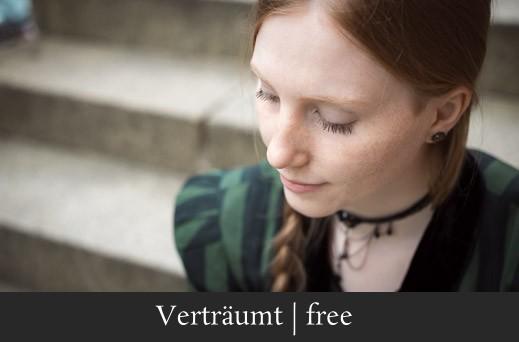 Verträumt free - Ruhiges Portrait einer rothaarigen Frau in Erlangen