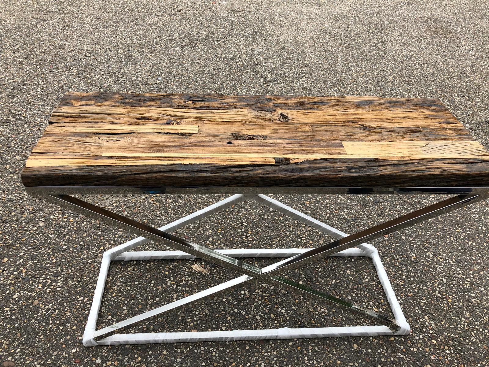 Sidetable Met Glazen Blad.Side Tables Consoles Tegenwoordig Onmisbaar In De Interieur