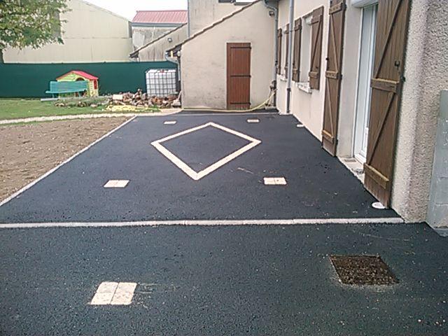 Terrasse enrobé avec bordure et pavés vieillis couleur paille
