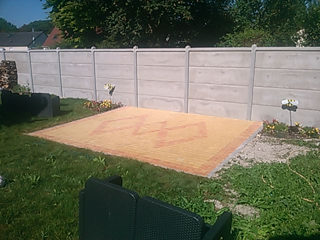 Réalisation d'une terrasse en pavés vieillis couleur paille et jaune flammé